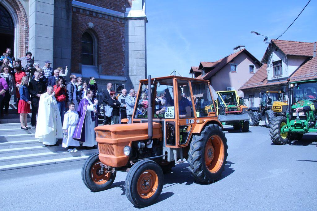 Žegna deležni tudi traktorji in traktoristi