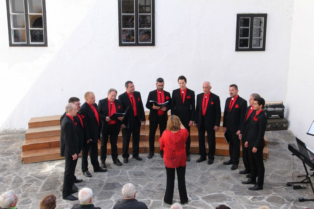 Moški zbor Lipa, Bazovica