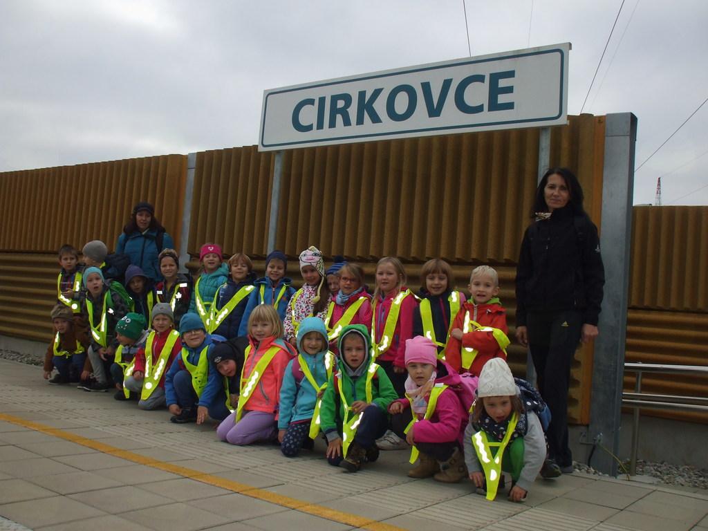 Otroci iz vrtca Cirkovce na izletu z vlakom