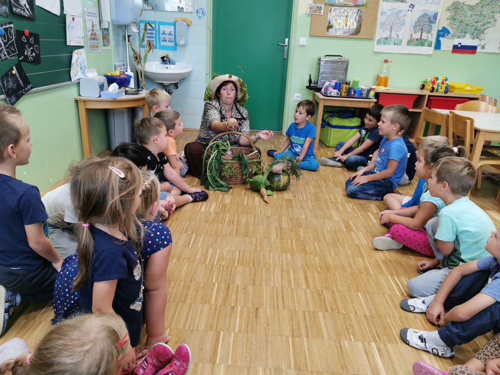 Tetka Jesen na obisku v Vrtcu Cirkovce