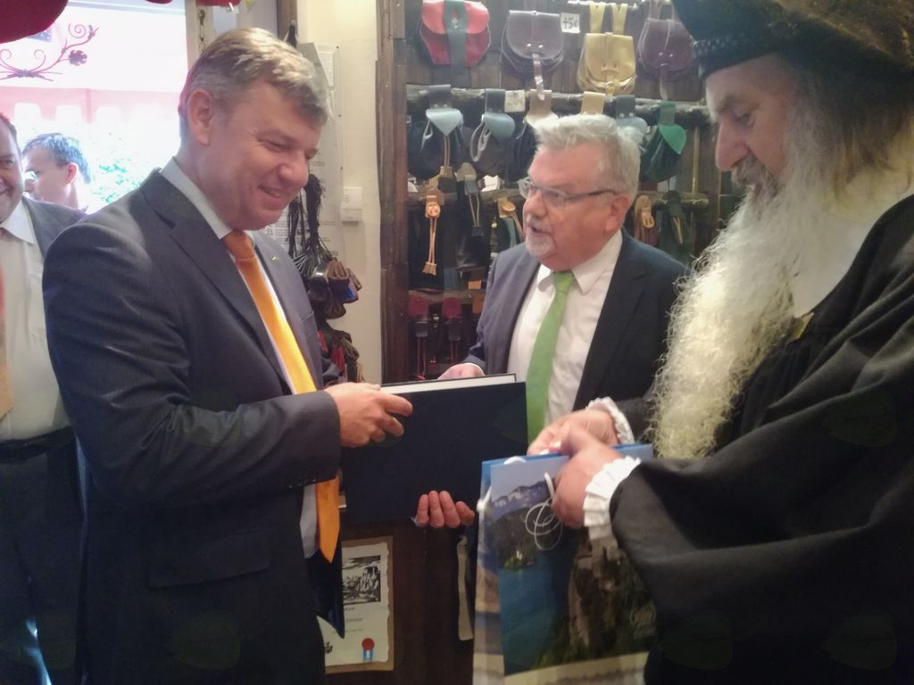 Minister Gašperšič podpisal sporazum o sofinanciranju severne razbremenilne ceste