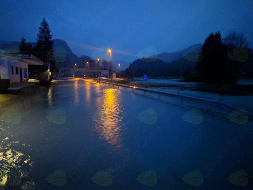 Poplavljena cesta v Bohinjski Bistrici.