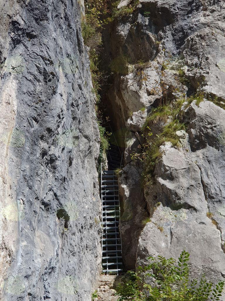 Obnovljene stopnice v skalovju Iglica