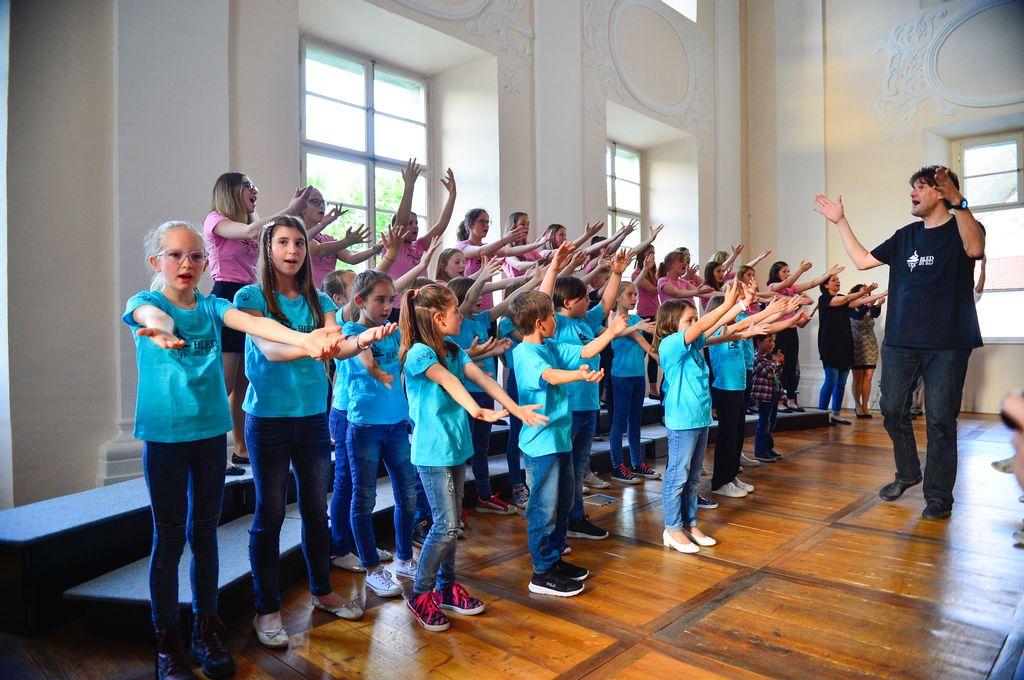 Mladinski pevski zbor DO RE MI in Otroški pevski zbor DO RE MI, Letni koncert zborov DO RE MI, 23. maj 2019, Baročna dvorana Radovljica