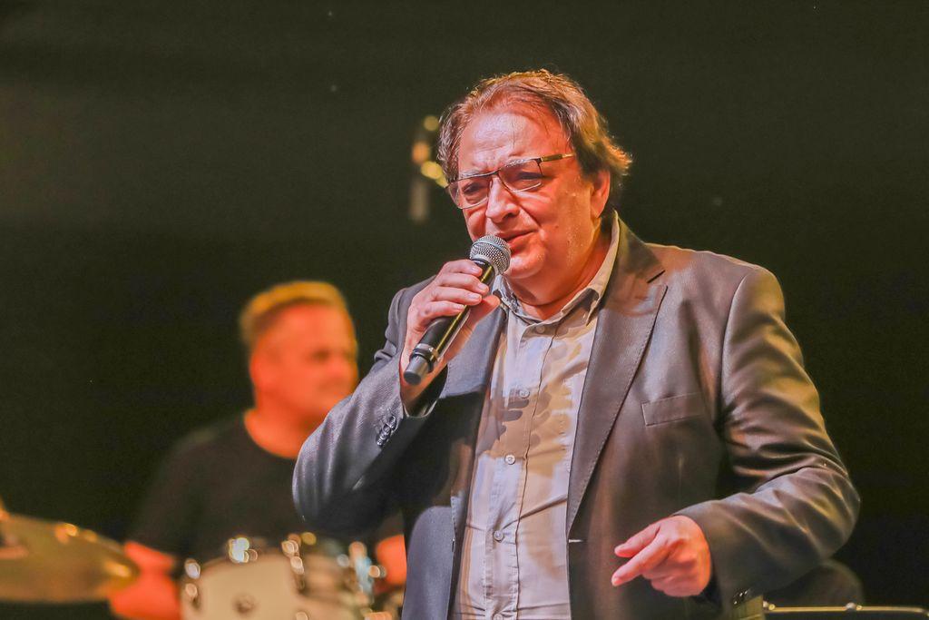 Big band Bled, solist Oto Pestner,  foto Miro Zalokar