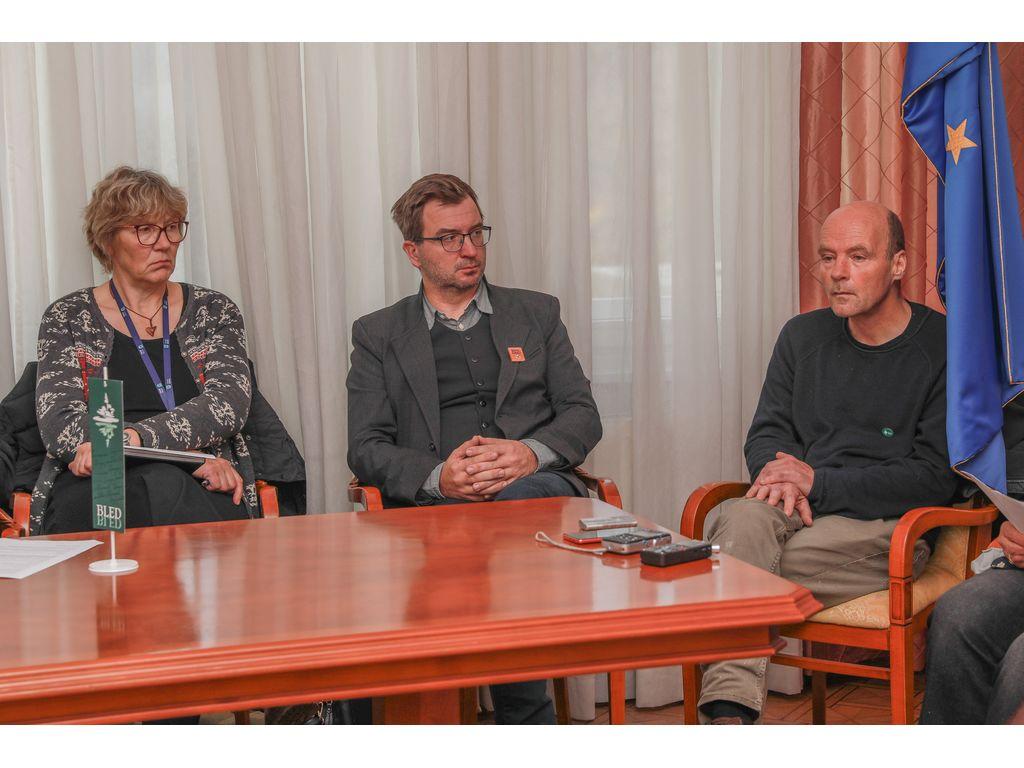 podžupanja Bohinja Monika Ravnik, direktor Turizma Bohinj Klemen Langus in Miha Žvan, Foto: Miro Zalokar