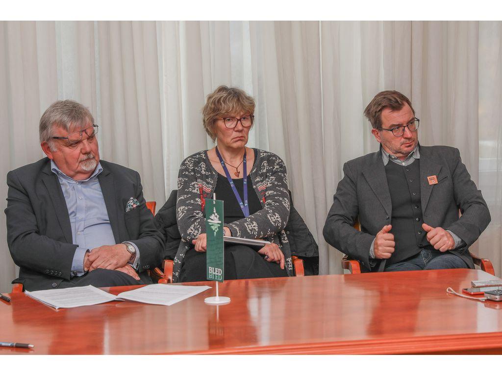 župan Janez Fajfar, bohinjska podžupanja Monika Ravnik in direktor Turizma Bohinj, Klemen Langus, foto: Miro Zalokar