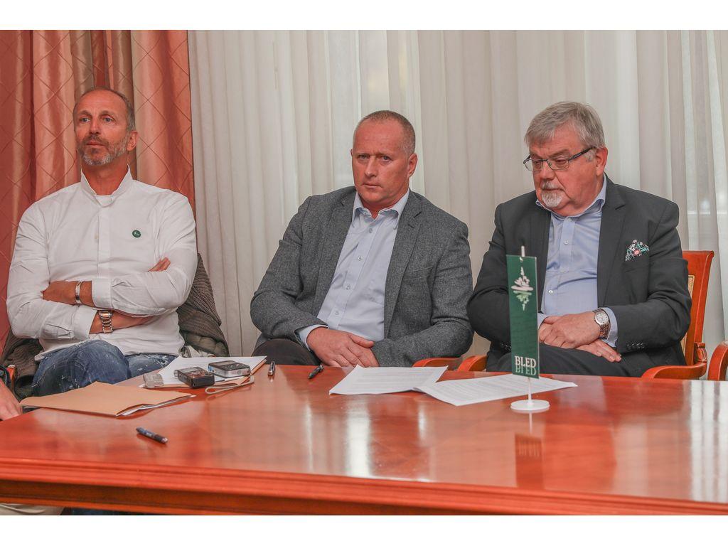 Jani Klemenčič, direktor občinske uprave Robert Klinar in župan Janez Fajfar, foto: Miro Zalokar