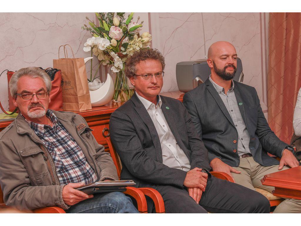 Svetnik Janez Brence, direktor Turizma Bled, Tomaž Rogelj in svetnik Gregor Jarkovič; foto: Miro Zalokar
