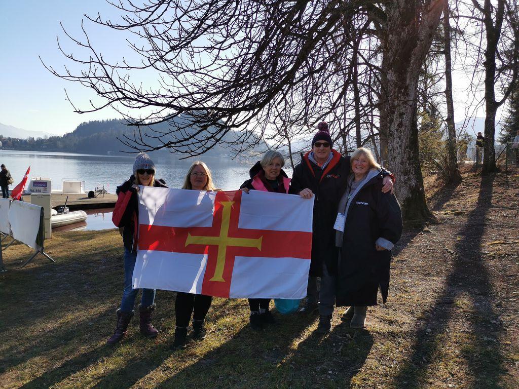 Med plavalci tudi delegacija iz Guernseya