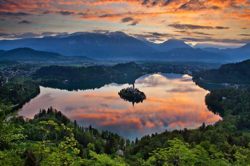 Blejsko jezero je po mnenju Lonley Planeta najbolj fotogenično jezero na svetu. Foto: Jošt Gantar