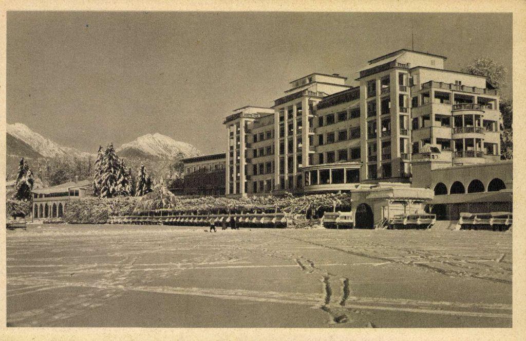 Pred Grand Hotelom Toplice, foto arhiv CUT Bled