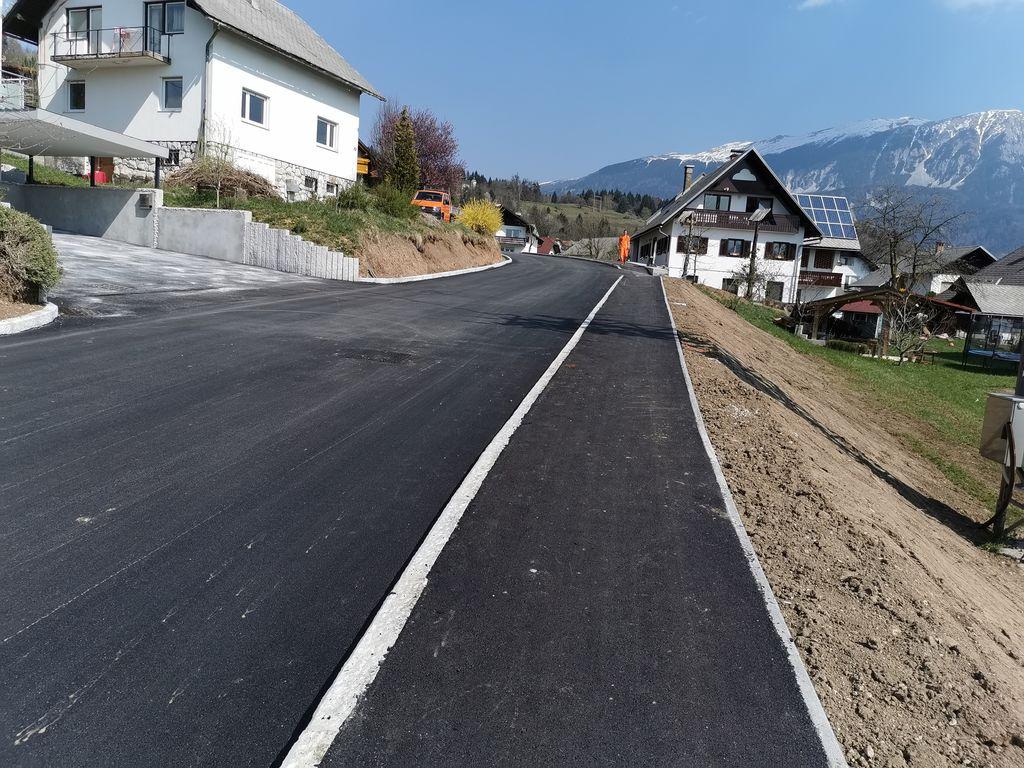 Obnovljena Blejska cesta v Zasipu.