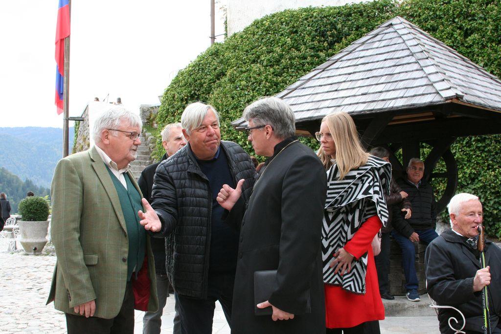 Blejski župan Janez Fajfar, direktor Zavoda za kulturo Bled in protestantski škof Leon Novak