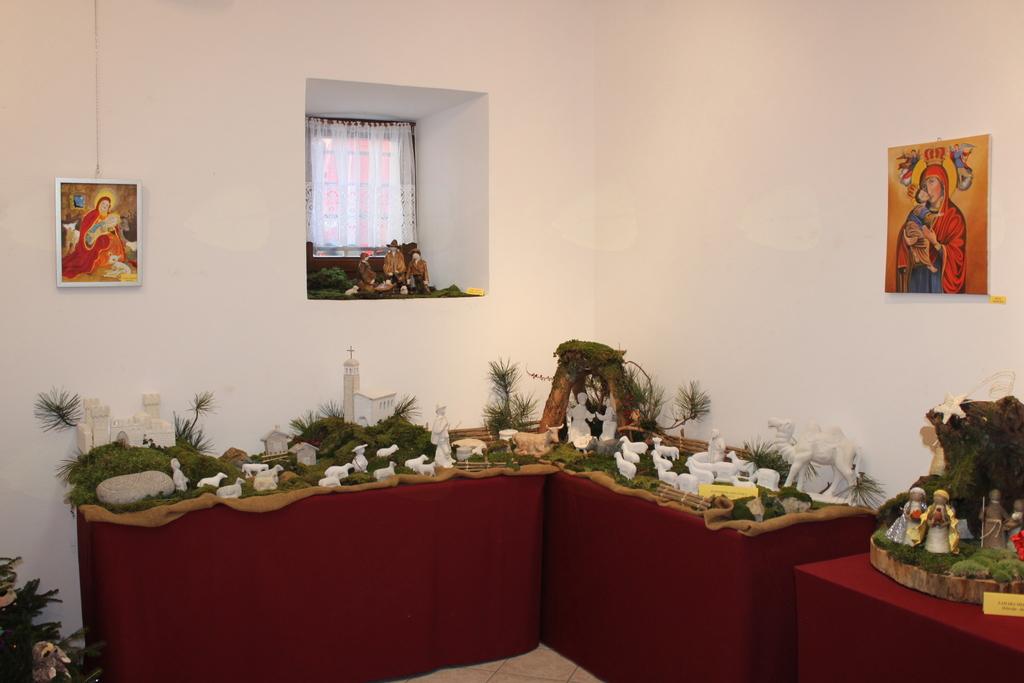 Razstava jaslic v Vipavskem Križu