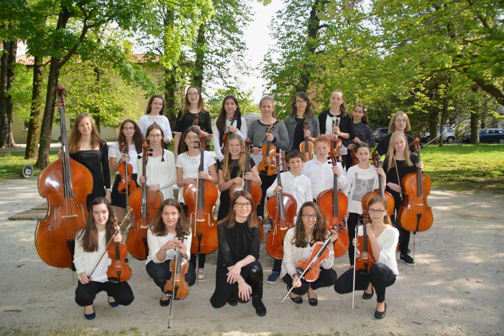 20 let šolskega godalnega orkestra