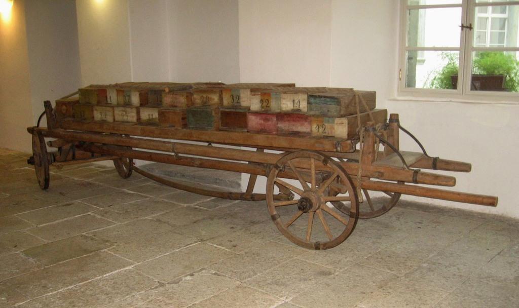 Voz za prevažanje čebel na pašo, hrani Čebelarski muzej, foto: Anja Bunderla