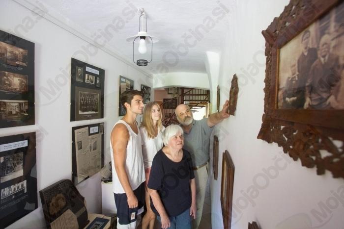 Malči in Marko Samec bosta tudi letos razkazovala svojo Domačijo spominov.