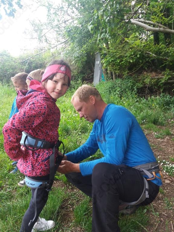 Mladi planinci iz vrtca  preplezali plezalno steno na Vranskem