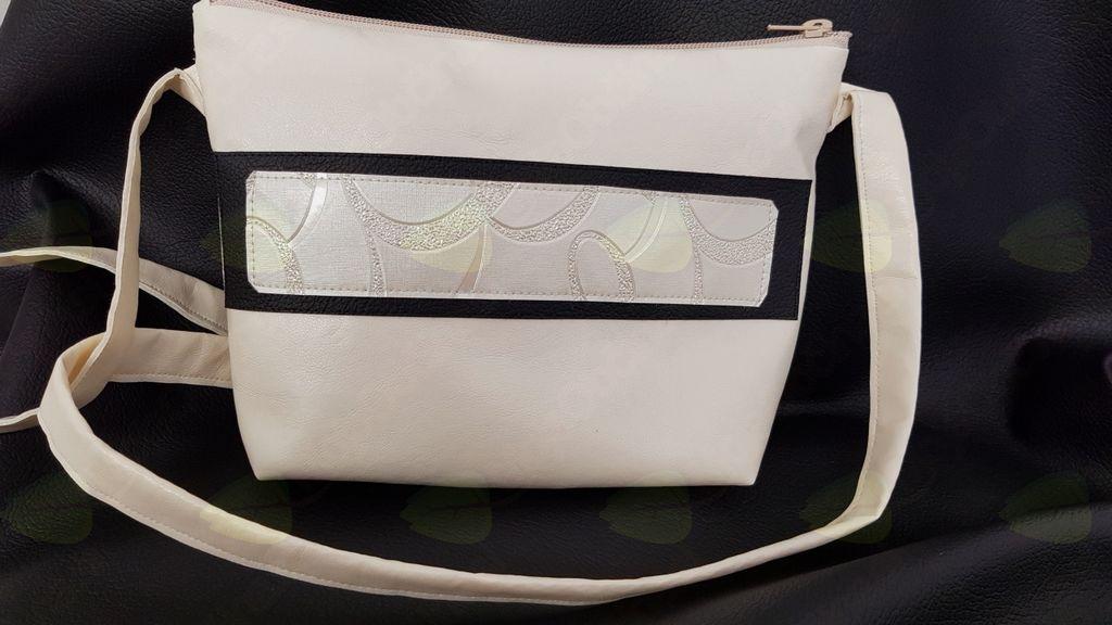 Mala priročna torbica za kratka potepanja