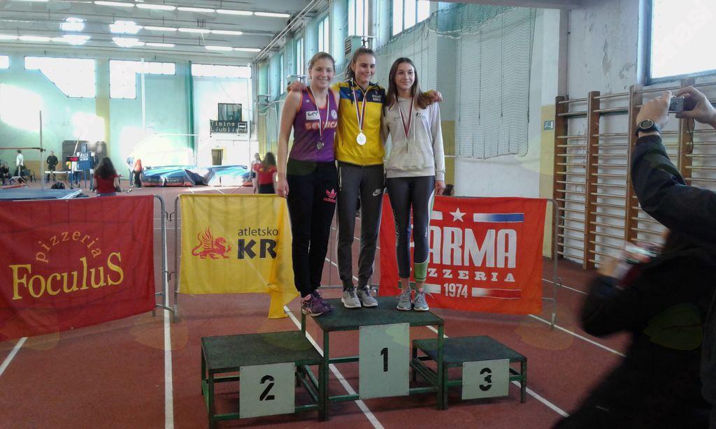 Ana Sinkovič - drugo mesto v skoku v višino na DP U16 v dvorani