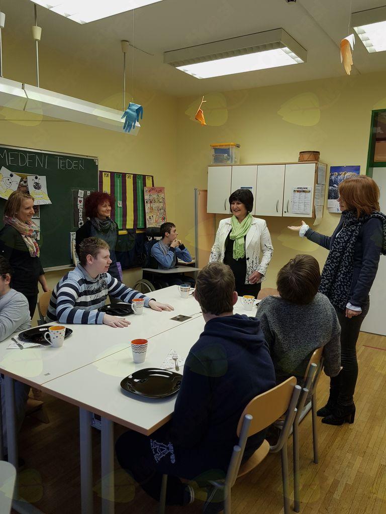 Državna sekretarka Eva Štravs Podlogar na tradicionalnem slovenskem zajtrku v CUDV Radovljica