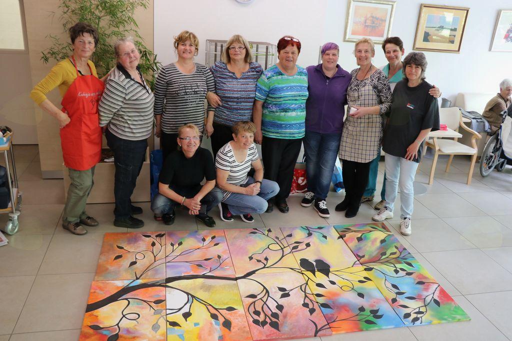 Udeleženke slikarskega srečanja s starejšimi v DSO Ljubljana Moste-Polje