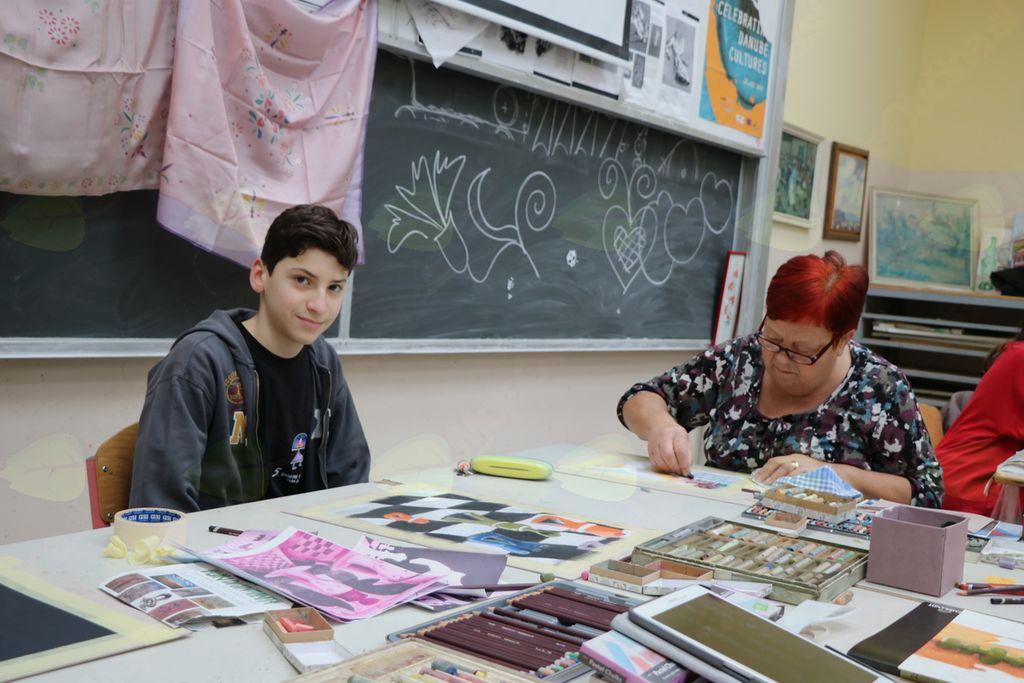 Mladost in zrelost z roko v roki na likovni delavnici