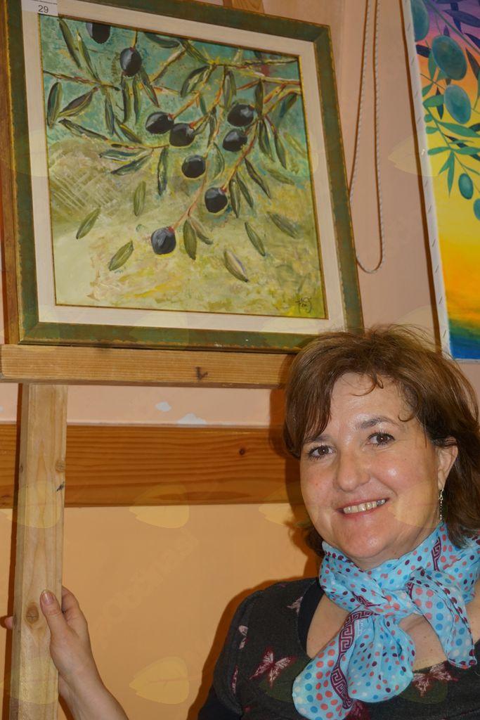 Helena Testen s sliko oljke