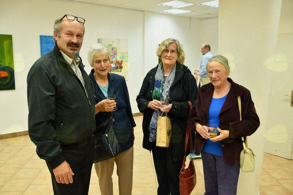 Lojze Burja s svojima sestrama in društveno kolegico