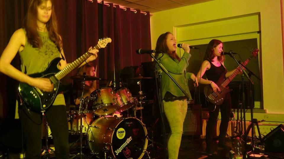 Ženska grunge zasedba, ki sliši na ime Jar of Flies, foto Anže Lustek.