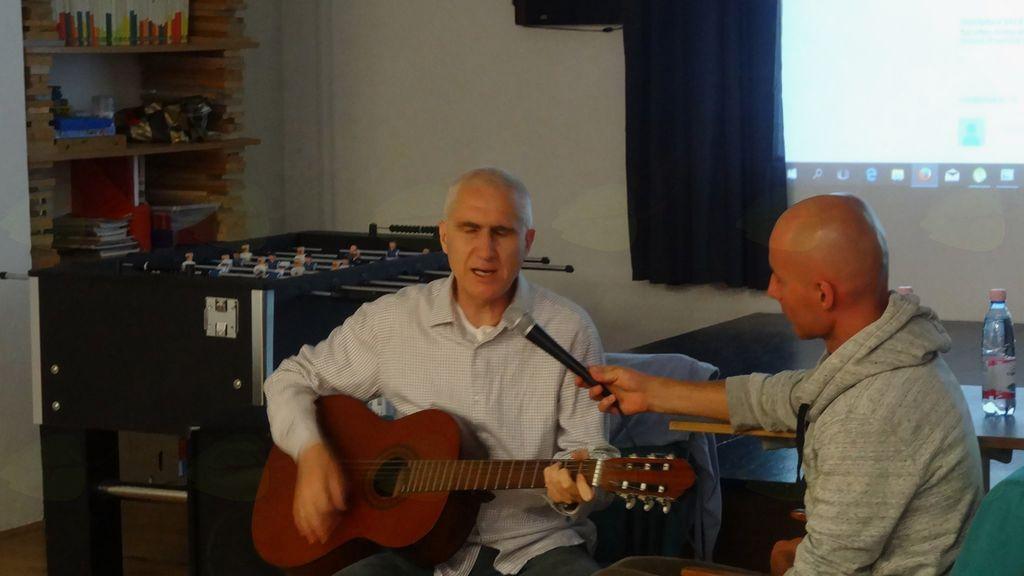 Gita Seva nam je modrosti podal tudi s pomočjo glasbe, foto Brane Tomšič.