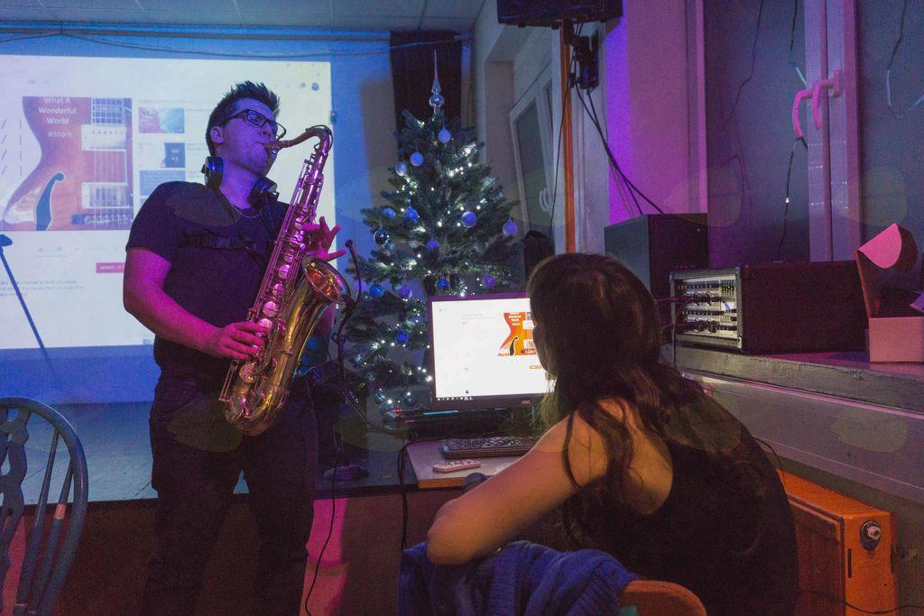Glasbeno darilo, Uroš Rangus na saksofonu, foto: Anže Lustek