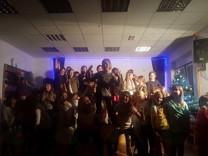 Božični nastop vseh plesnih skupin z rekordno udeležbo, foto Maja Tomšič
