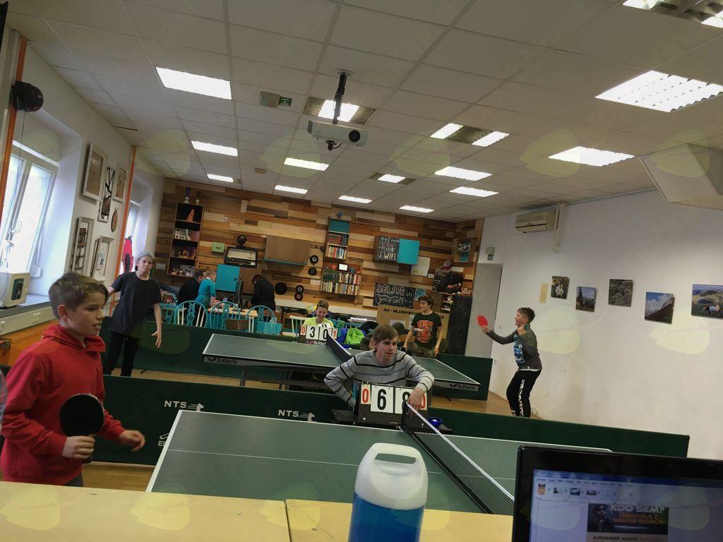 Turnir v namiznem tenisu v Mladinskem centru, foto Manca Brezovnik.