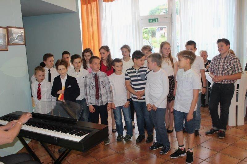 Pevski nastop osnovnošolcev