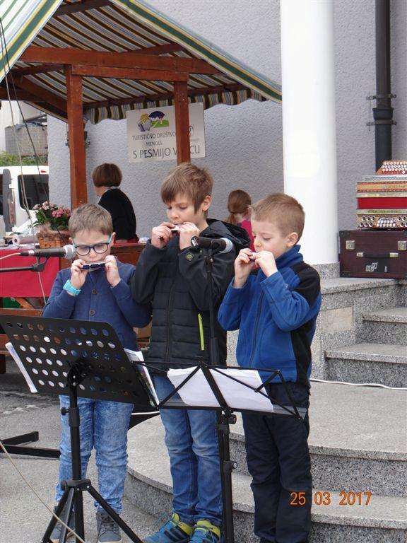 Prvi nastop mladih orgličarjev - učencev Marjana Urbanije