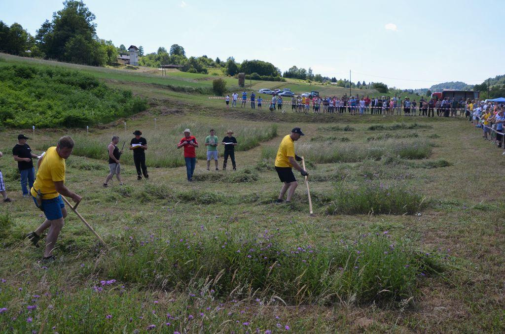 Drugo občinsko tekmovanje v košnji trave z ročno koso
