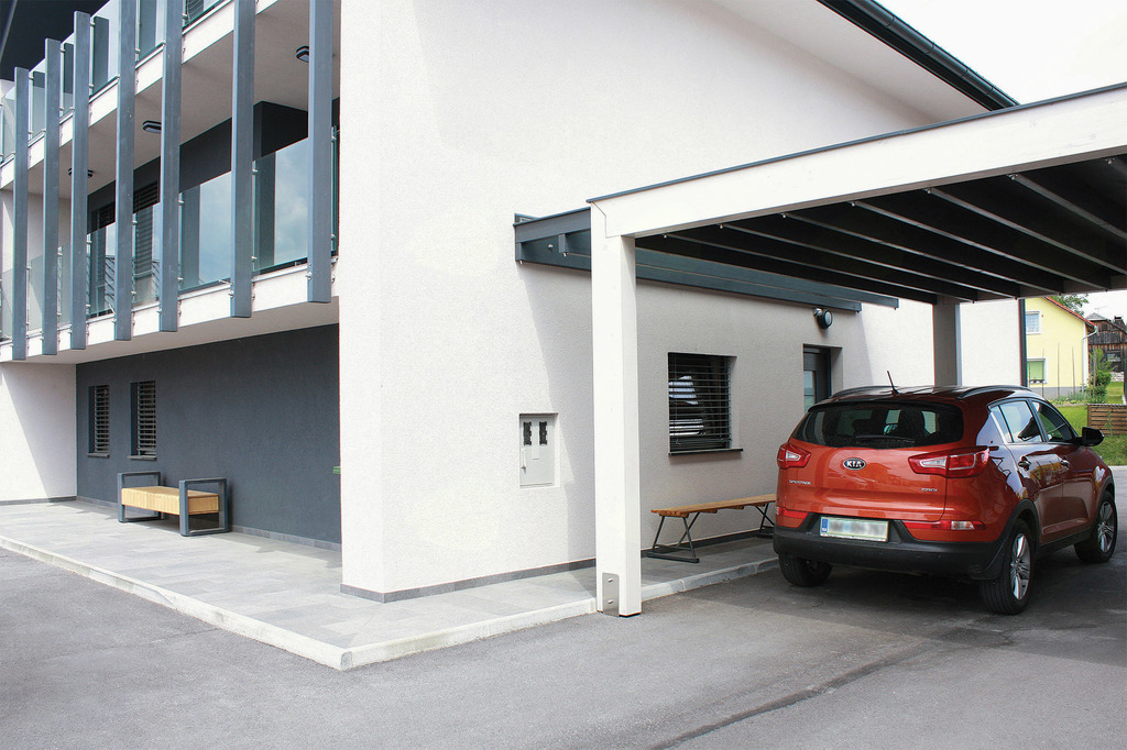 Potem: nadstrešeno zasebno parkirišče.