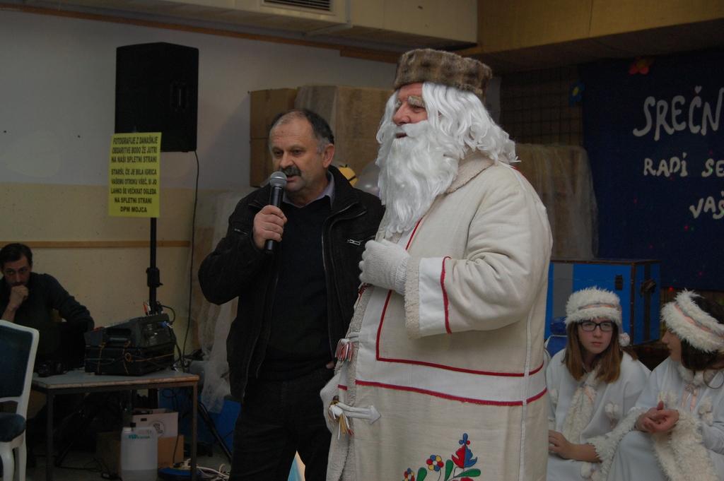 Dedek Mraz v Mirni Peči