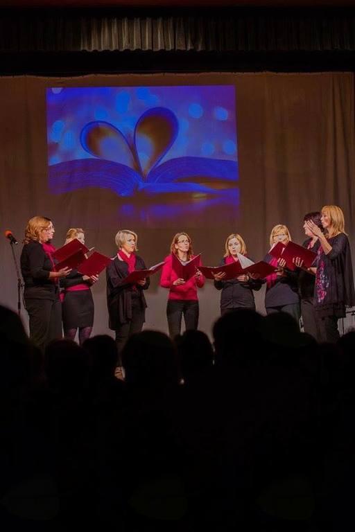 Nastop Ženske vokalne skupine Plamenke v Mengšu
