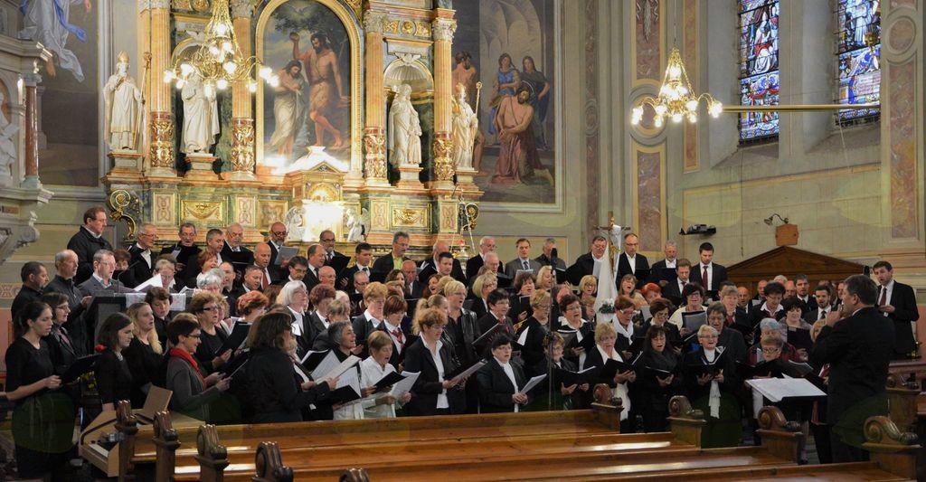 Združeni pevski zbori na koncertu v Čadramu.