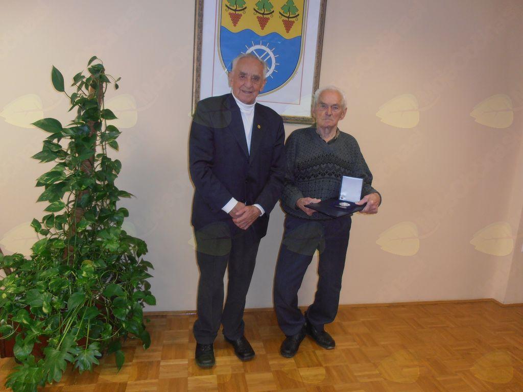 Stanko Smogavc in Franc Bera v Sejni sobi Občine Oplotnica