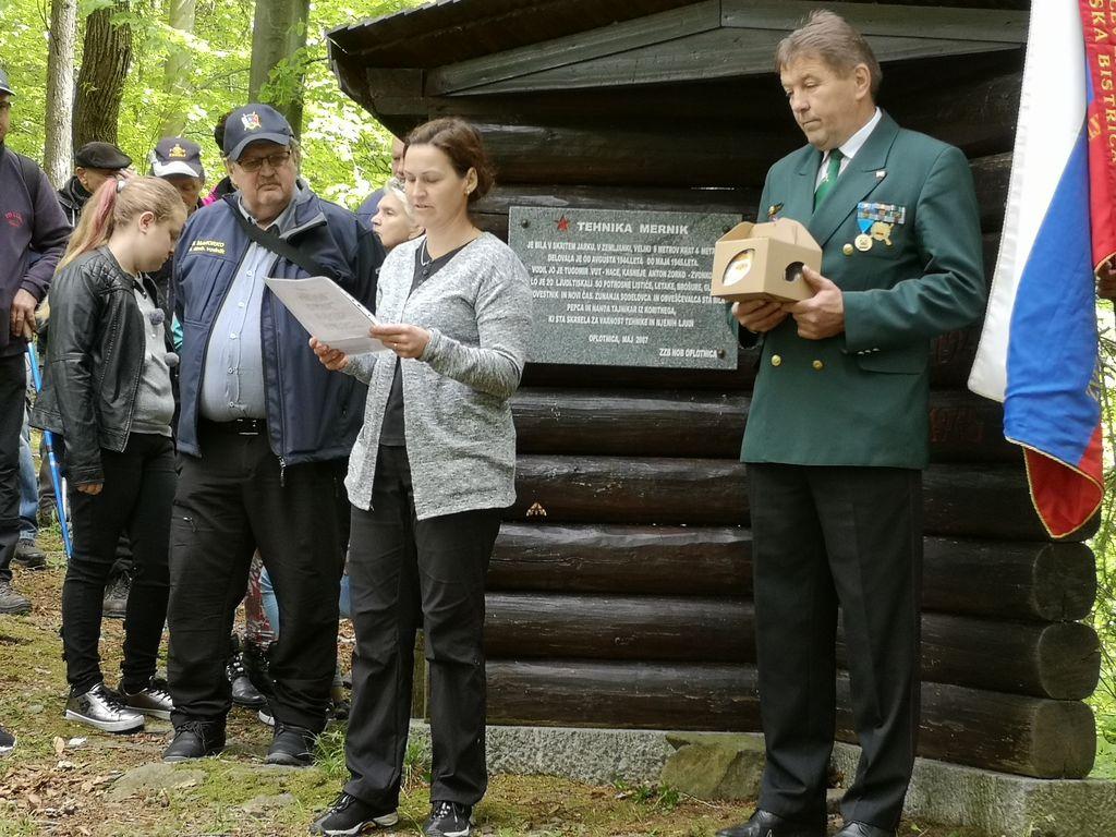 Bernarda Tič se je predstavila s Kajuhovo pesmijo in pesmijo Julke Tajnikar, rojene Bezovnik.
