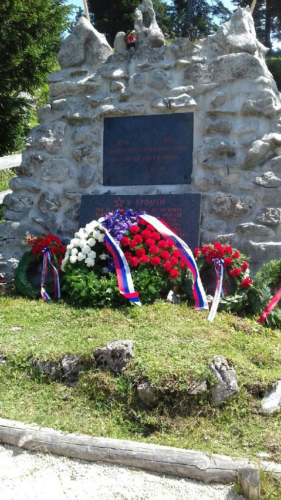 Spomenik padlim borcem na Menini planini