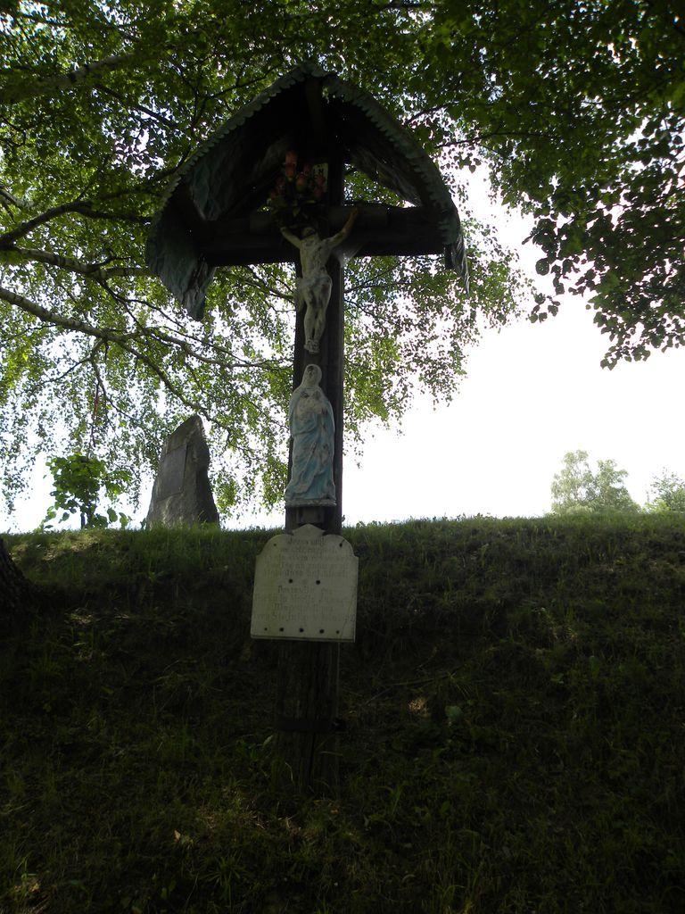 Juhartov križ -pomemben pričevalec življenja na tem predelu Pohorja.