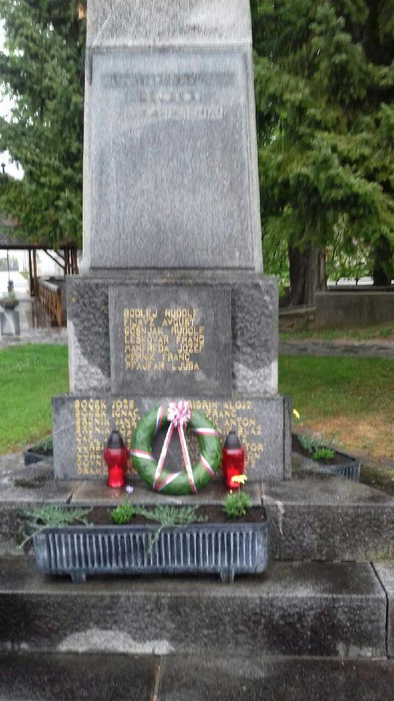 Spomenik ostaja kraj spomina.