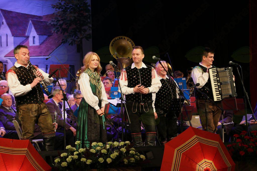 Veter nosi pesem mojo so Veteransko godbo izvedli Veseli Begunjčani in klarinetist Robi Požar