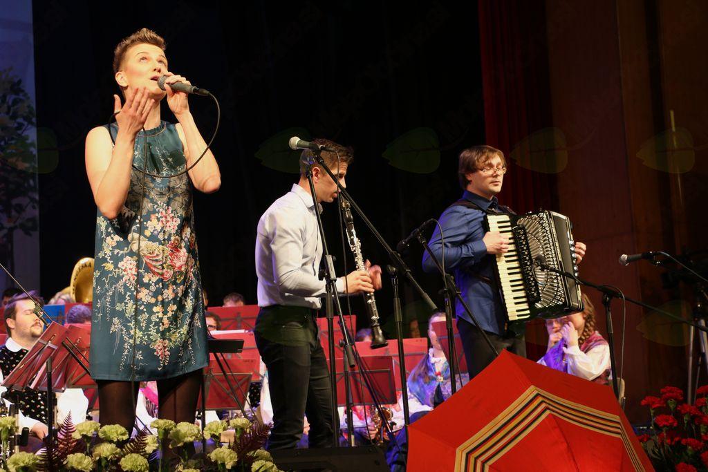 Harmonikar Klemen Leben je skupaj s svojo sestro Barbaro in klarinetistom tvoril zanimiv trio