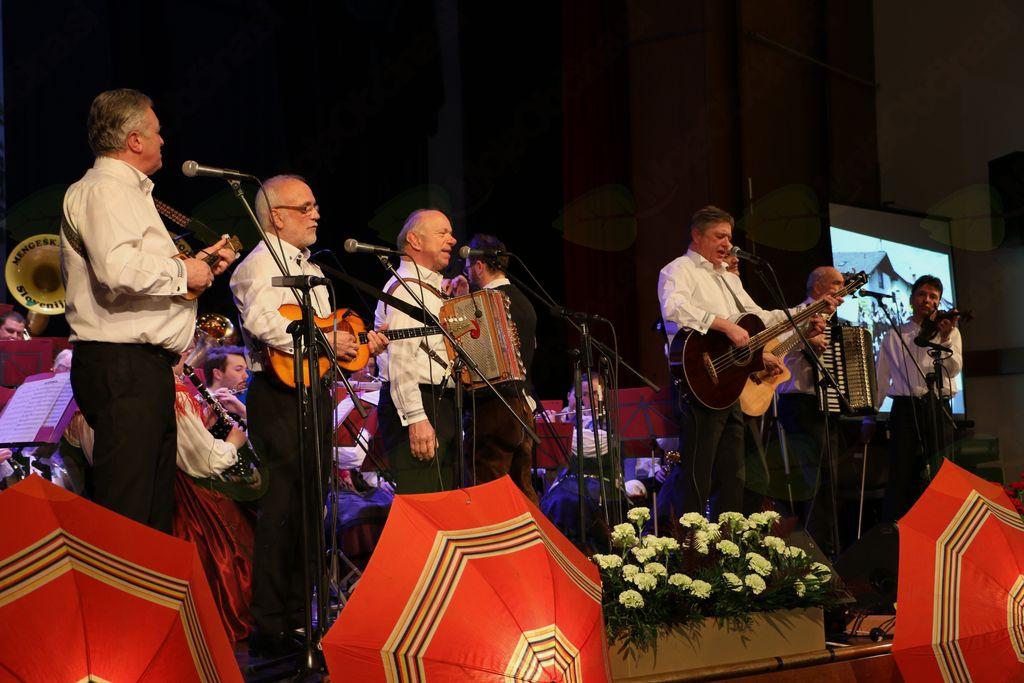 Prifarski muzikantje so ponovno nastopili v Mengšu in navdušili občinstvo